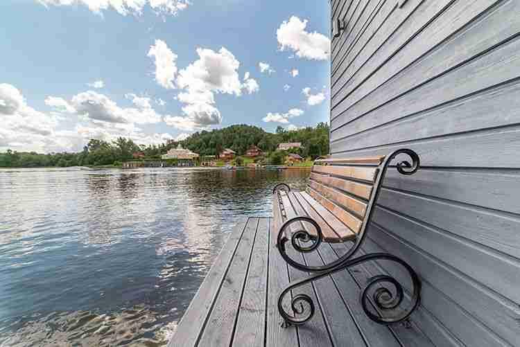 Баня на озере